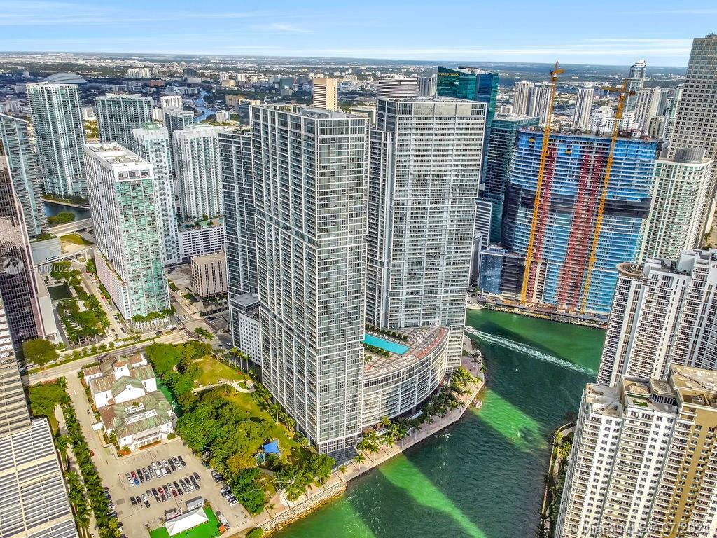 Impeccable 1 bed at Icon Brickell tower 2. Biggest one bedroom floor plan! Best price for one bedroo