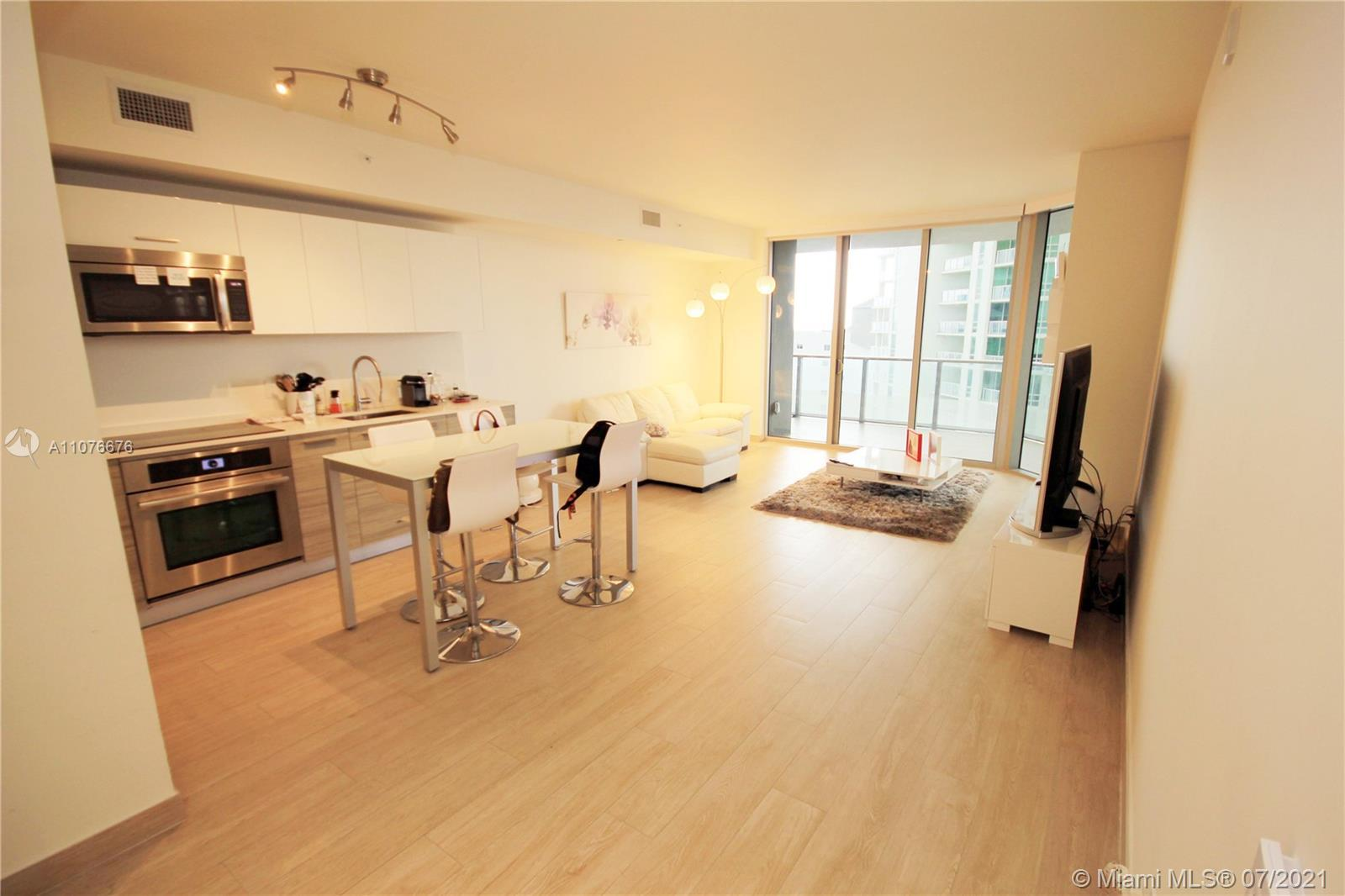 SPACIOUS AND CLEAR UNIT IN A LUXURY BUILDING WITH ALL AMENITIES. LARGE BALCONY ACCESSIBLE FROM LIVIN