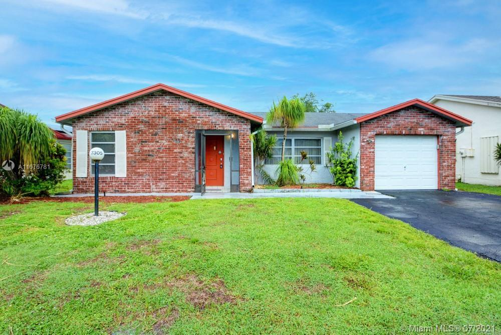 Lovely 2 bedroom, 2 bathroom single family home in Lake Worth! This perfect starter home or investme