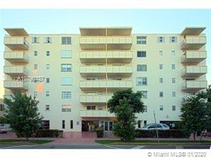 GREAT LOCATION, 3 THREE BED/2 BATHS,TWO (2) PARKING SPOTS, 1377 SQF IN THE HEART OF SOBE! Two apartm