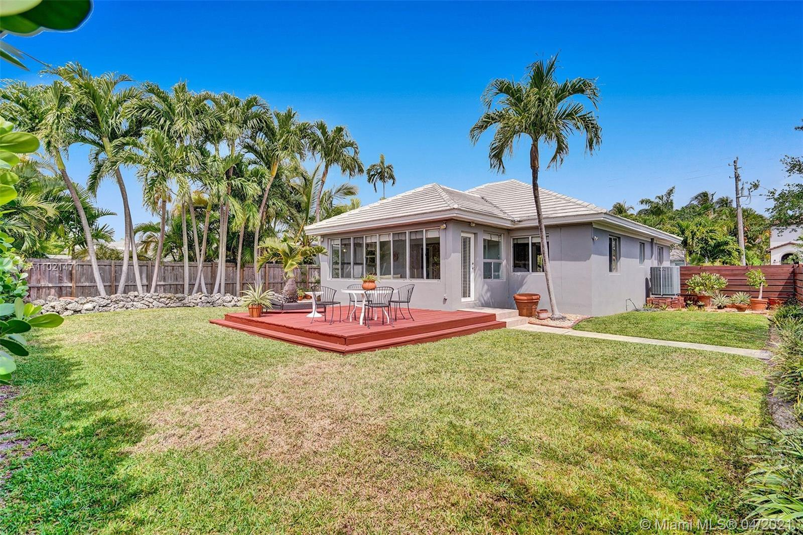 Back on the Market!!! Landscaped and beautiful house in Biscayne Point. Kitchen with granite counter