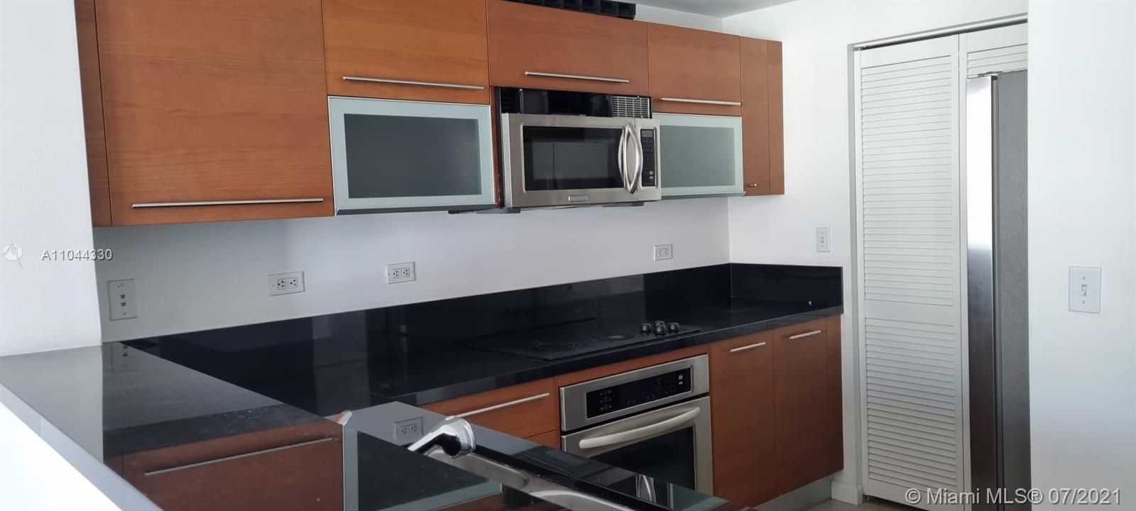 Great location across from Bayside MarketPlace in heart of downtown Miami. 1 bedrooms and 1 bathroom