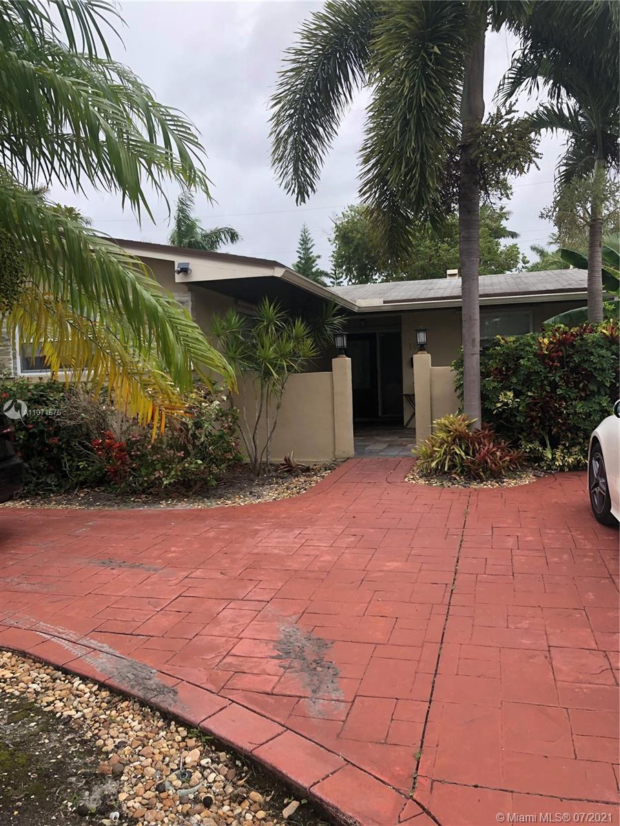 LOCATION LOCATION LOCATION.  Great updated 3 bed 2 bath home in East Hollywood lakes area not far fr