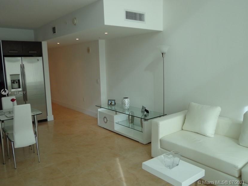 Located in the heart of Brickell, this magnificent one bedroom, one bath is truly an experience resi