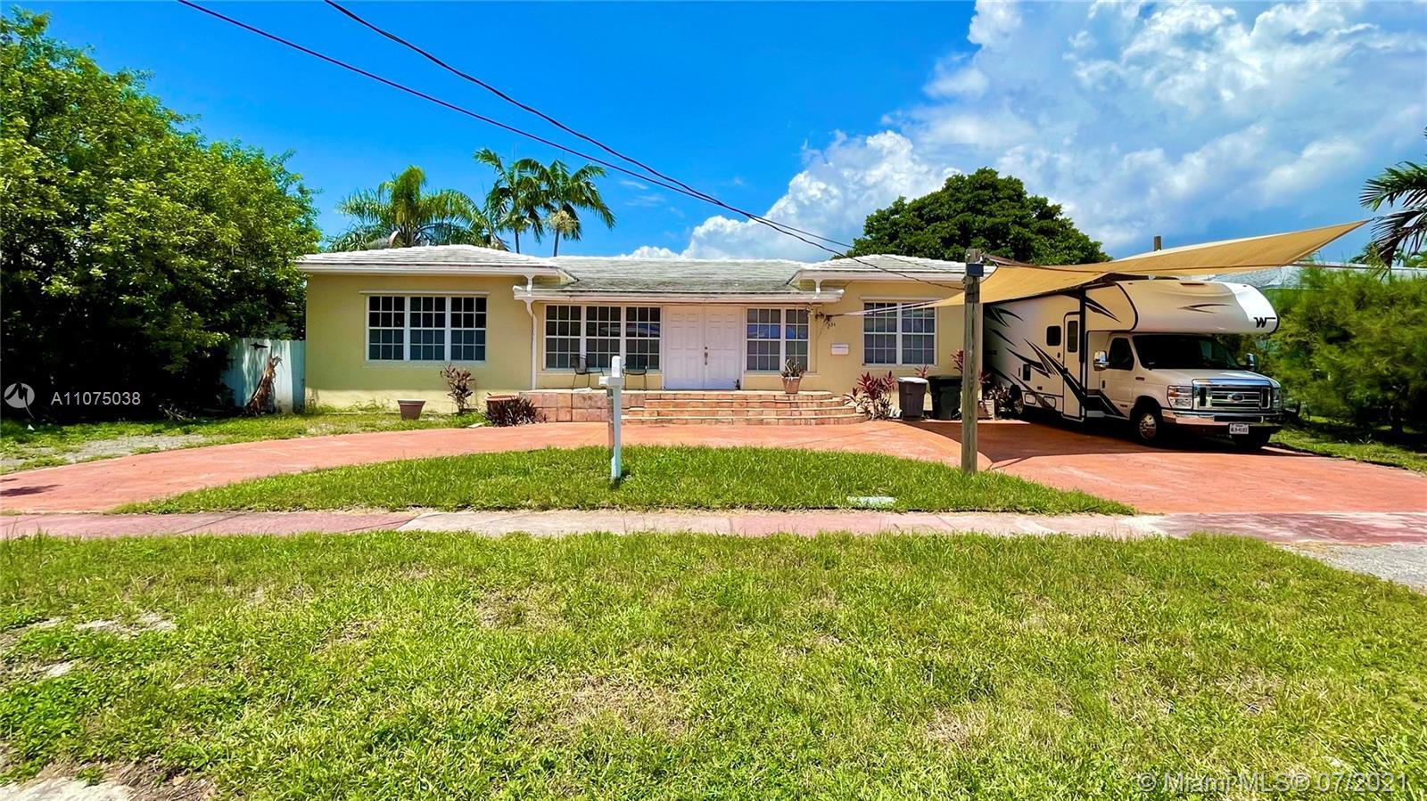 OPPORTUNITY IN MIAMI BEACH NAUTILUS ISLAND PRIME LOCATION IN THE HEART OF IT ALL WITH CLOSE HIGH-WAY