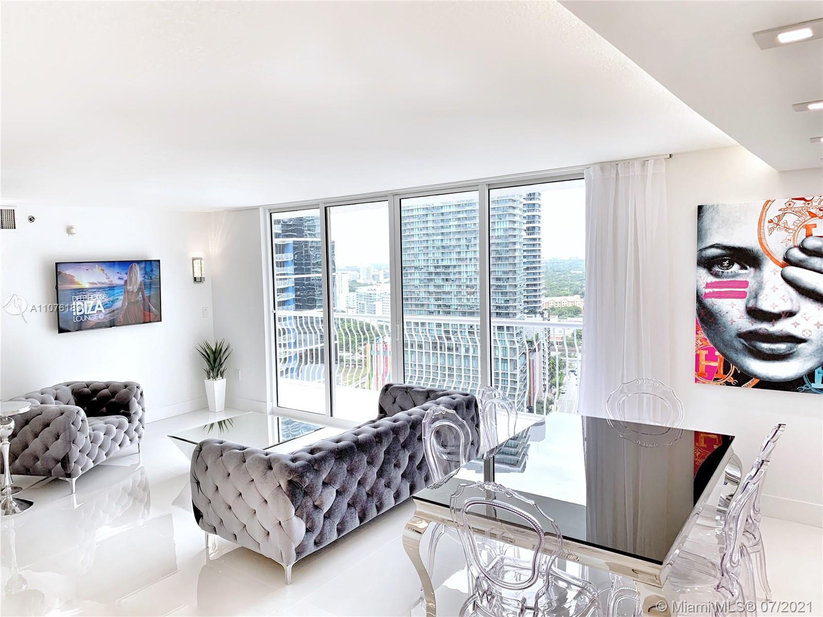 Spectacular sky residence in the heart of Brickell offering mesmerizing ocean views and dramatic cit