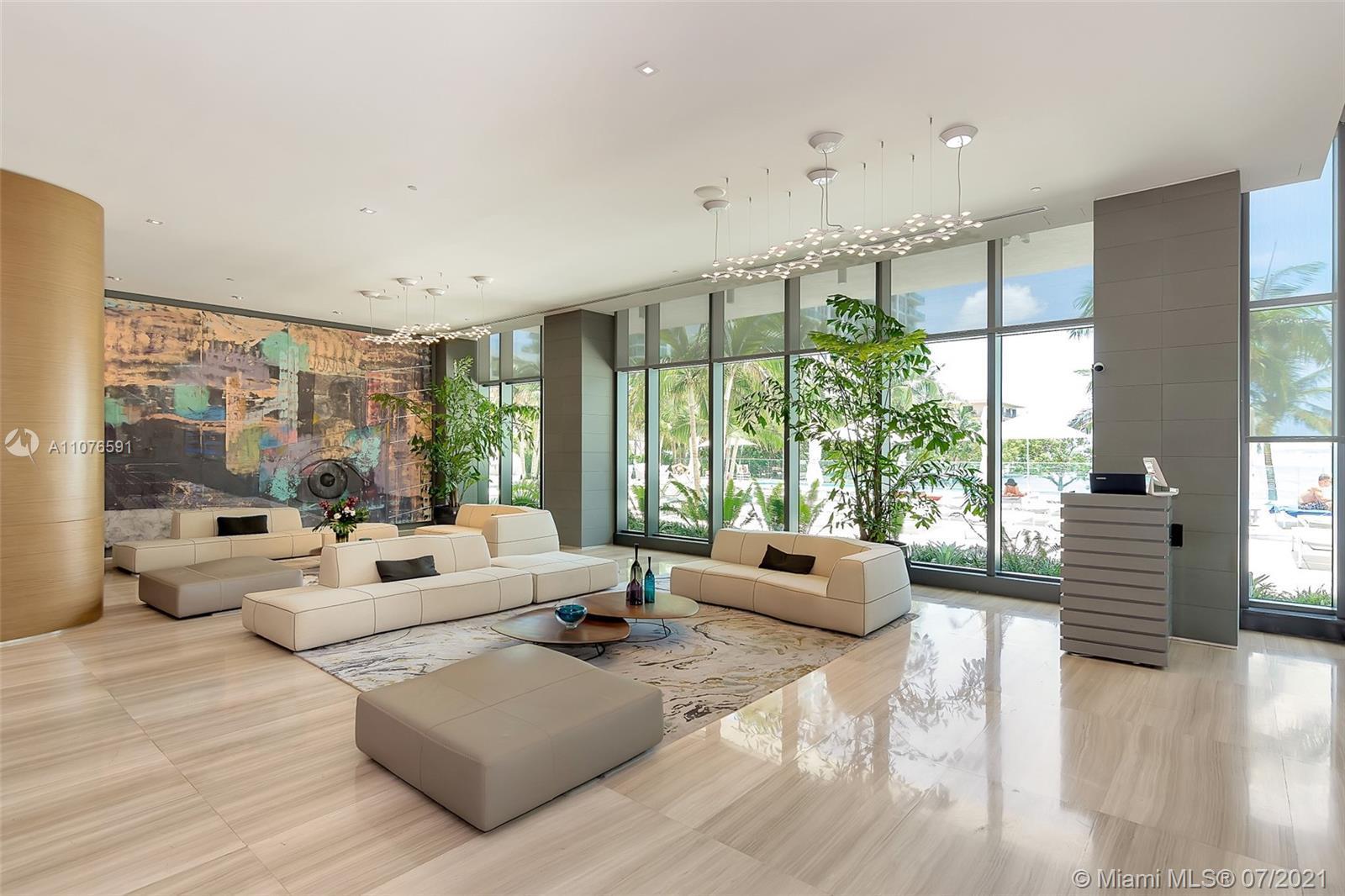 Live on the prestigious building of Miami, The Icon Bay Condo, this beautiful 2/2 has an amazing vie