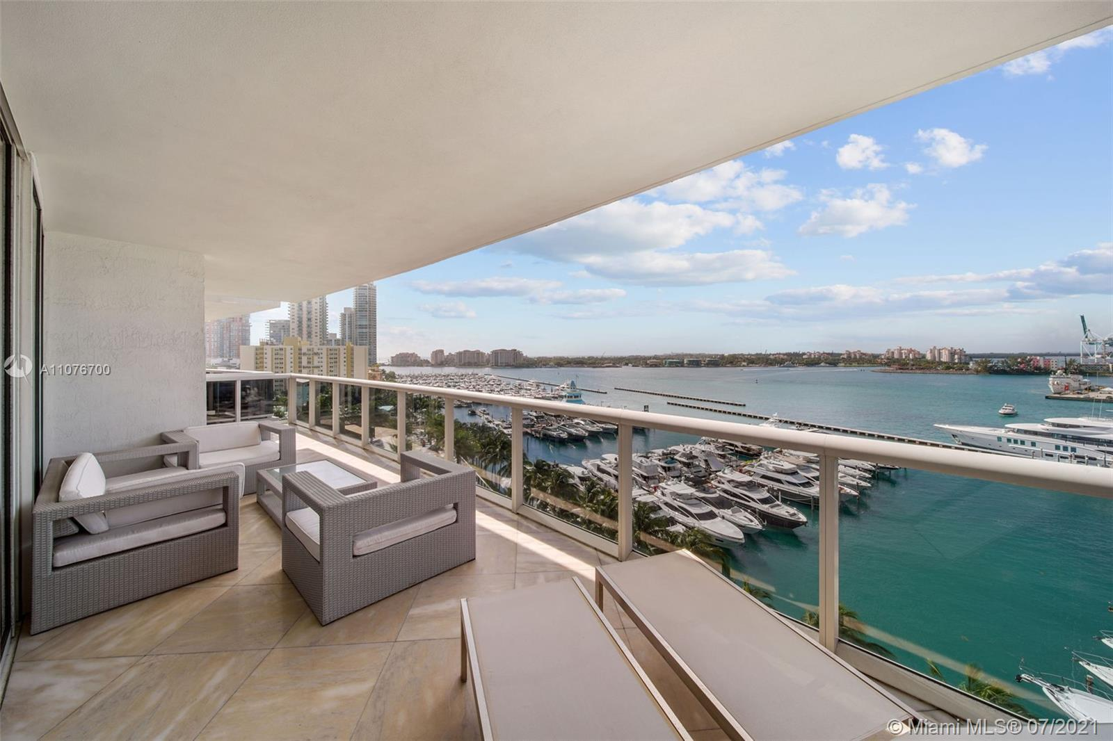 The bay views from this sprawling 3058 sq. ft. residence are second to none. The building is among t