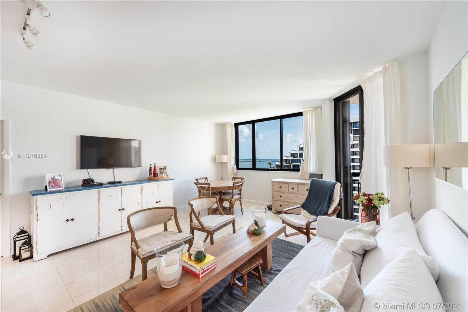 Located on the 18th floor of one of the best buildings in Brickell Key: Brickell Key 2. FULLY RENOVA