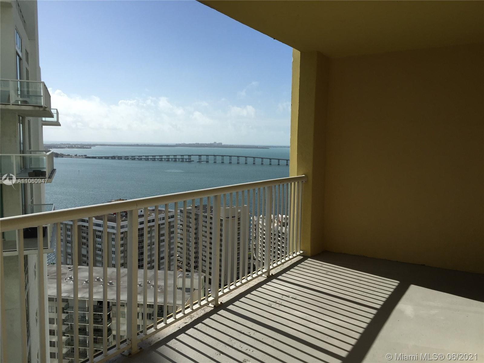 1/1 28th Floor, in the heart of Brickell. Fully renovated  and travertine floors, granite counter to
