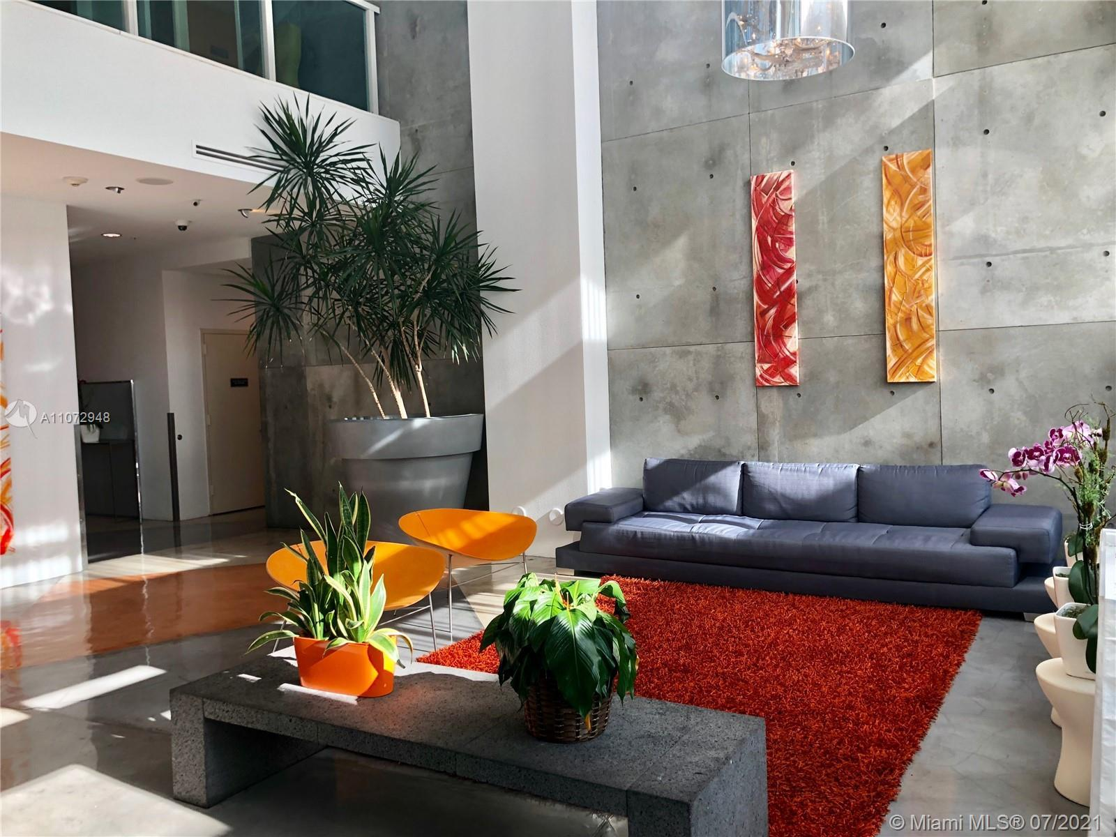 Largest one bedroom Loft floor plan with amazing water and city views!! This unit is a great investm