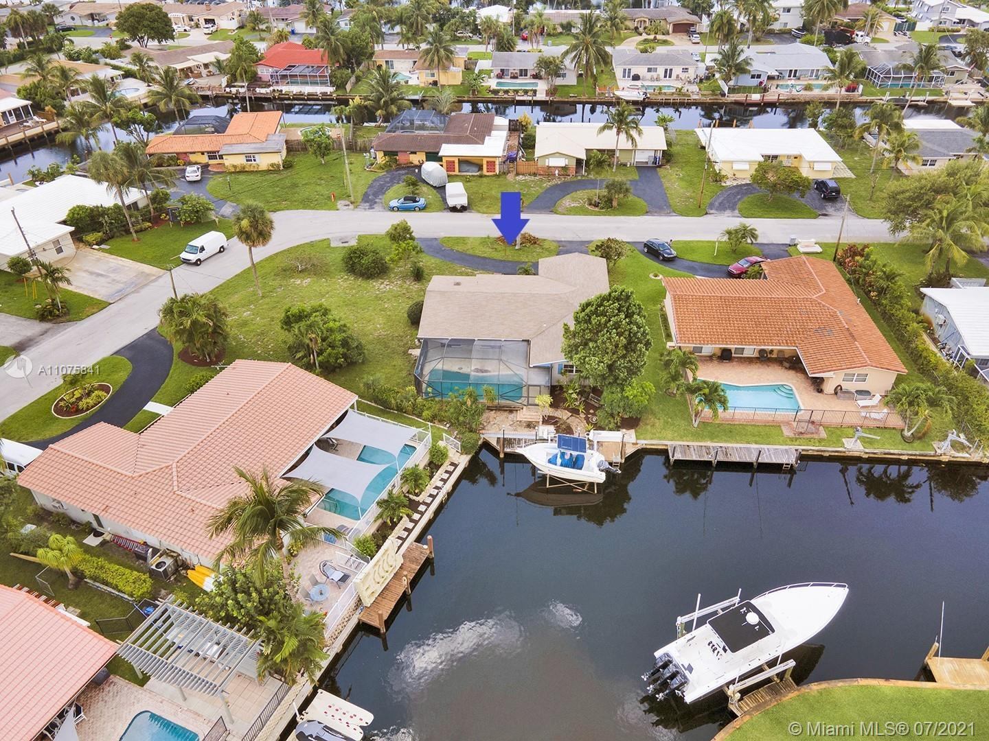 SPECTACULAR LOCATION! WATERFRONT WITH OCEAN ACCESS HOME IS READY FOR YOU TO PUT YOUR PERSONAL TOUCHE