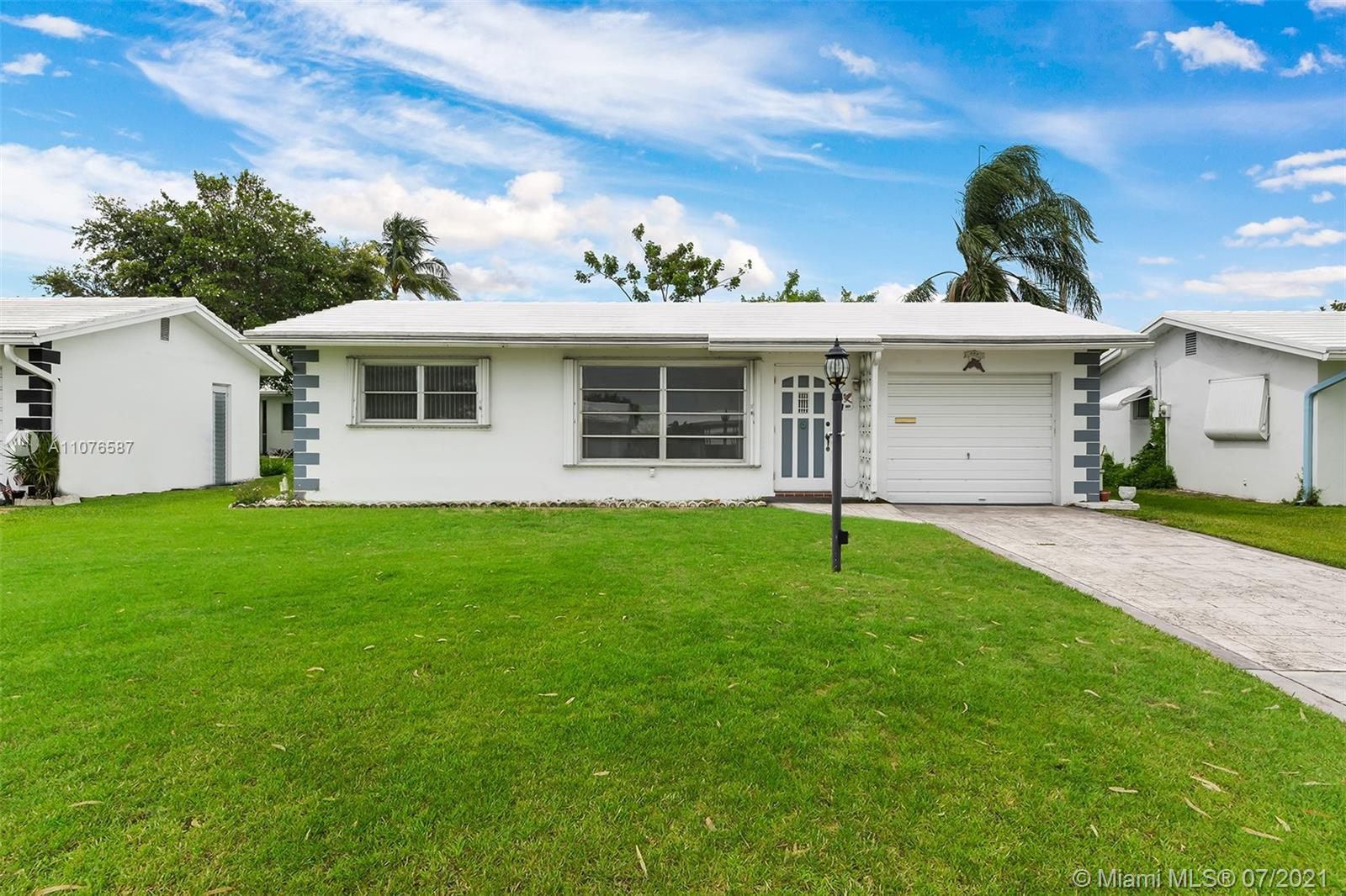 AMAZING, RARELY AVAILABLE 3 BEDROOM, 2 FULL BATH SINGLE FAMILY HOME IN BEAUTIFUL 55+ LEISUREVILLE CO