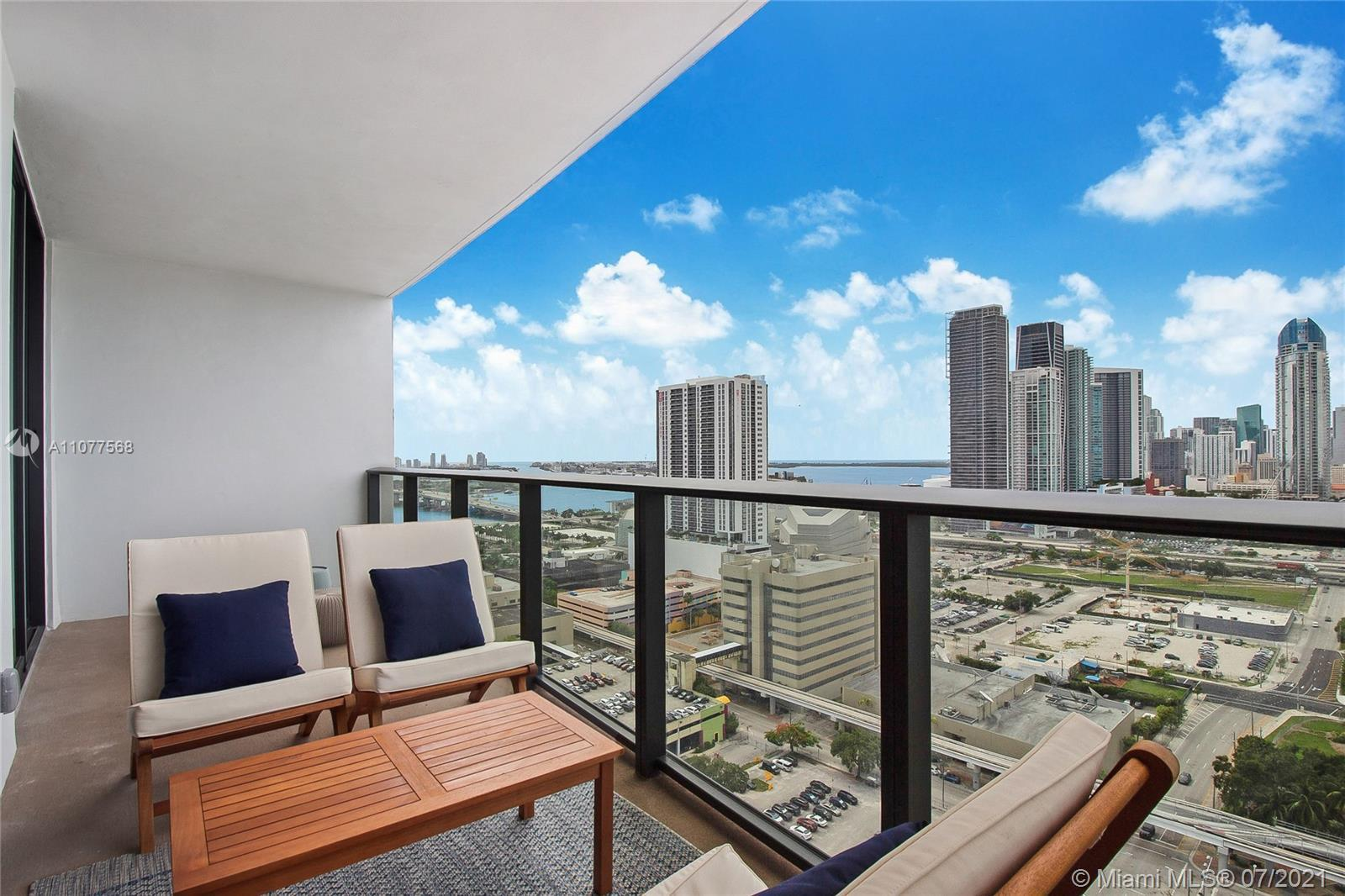 Turnkey unit located in the Arts & Entertainment District, this 2 bed/ 2 bath condo has endless pano