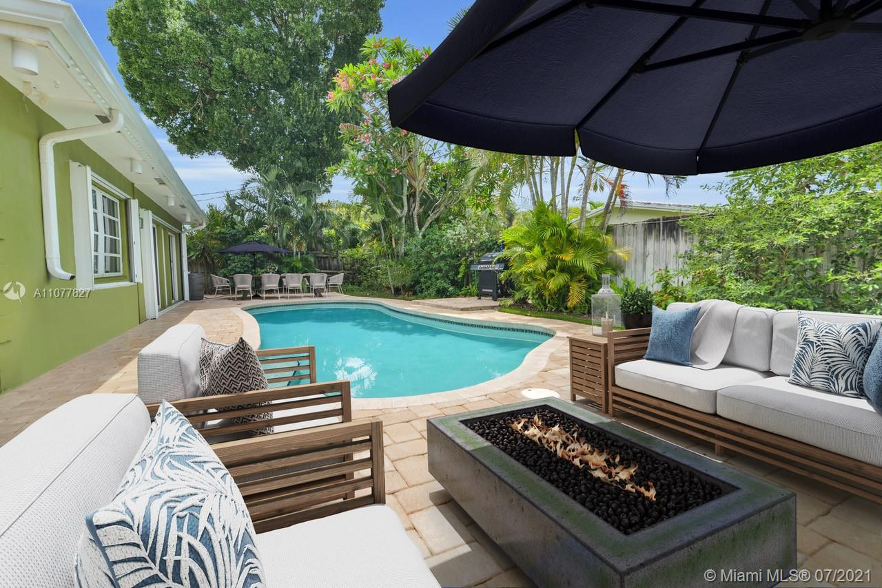 Welcoming and radiant, this three bedroom pool home in highly desirable IMPERIAL POINT features crow