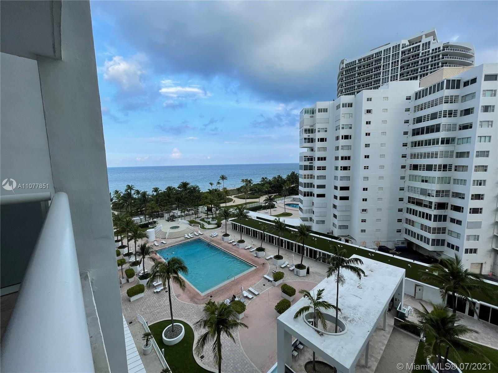 Beautiful unit in the heart of bal harbour, beachfront property with a wide variety of amenities, be