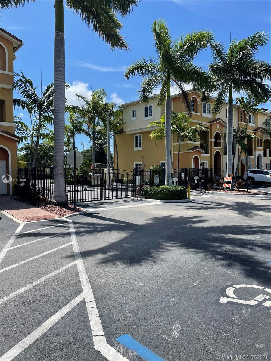 Beautiful Townhouse built 2012, inside a tranquil gated community with 2 bedrooms plus loft/ office