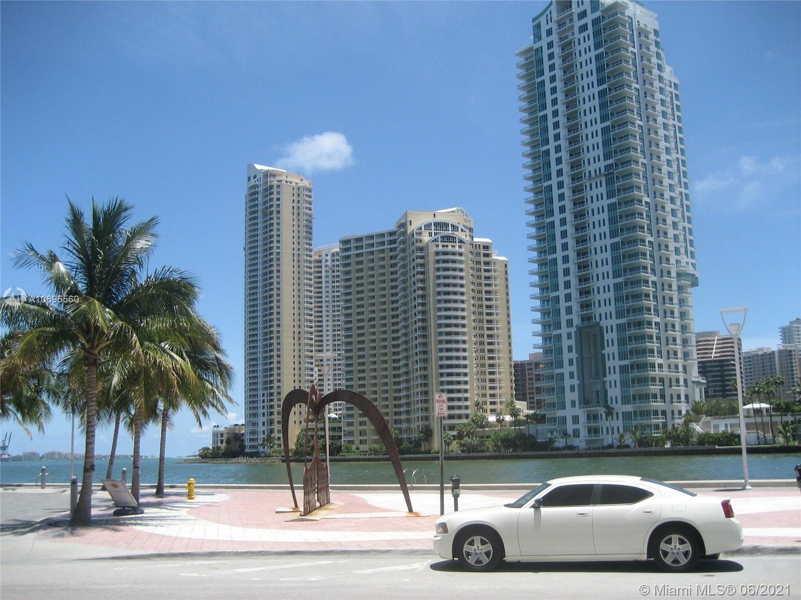 Met 1 is a Beautiful downtown Condo on the River with great amenities Gym Sauna Yoga Valet room Heat