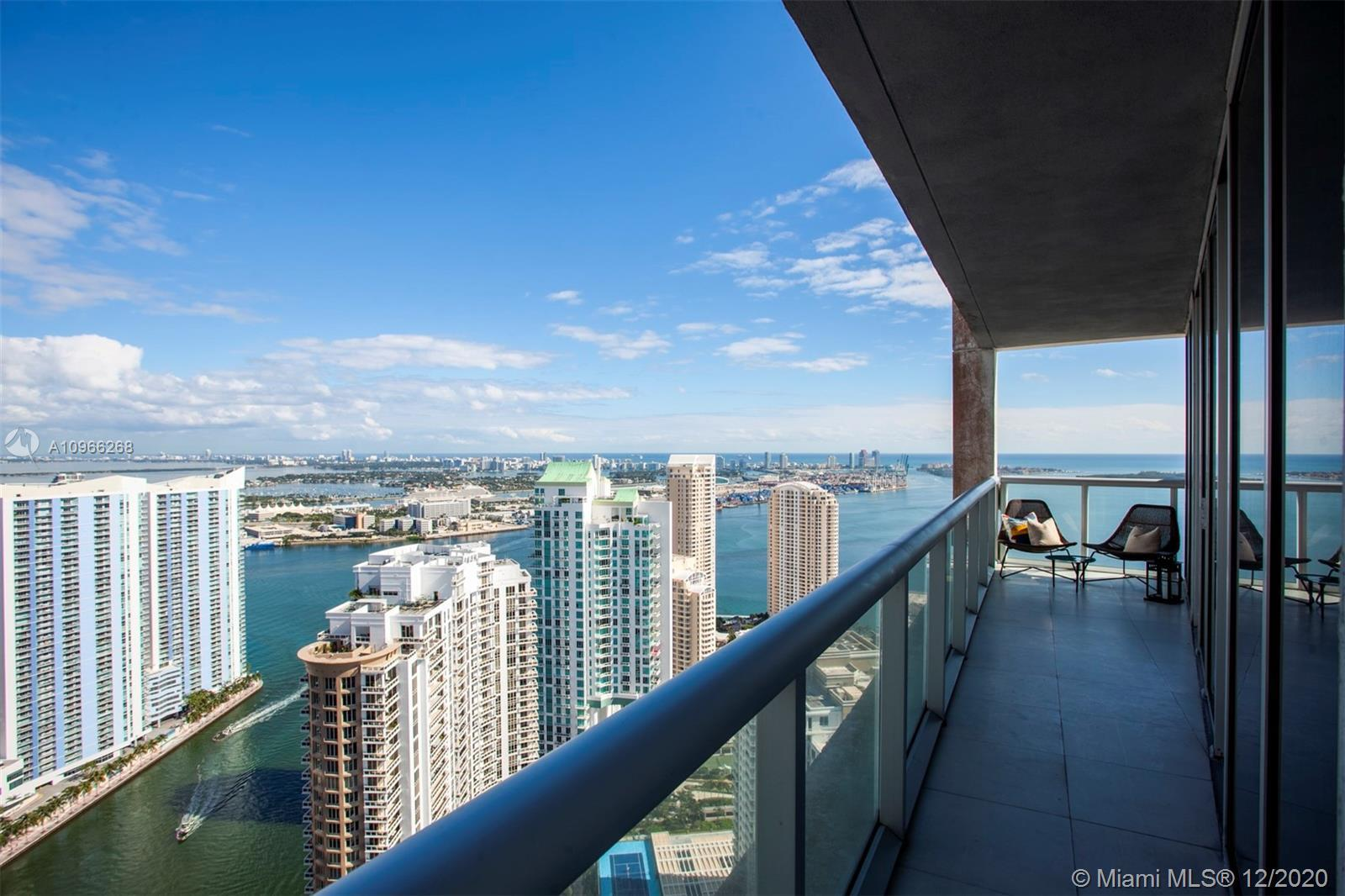 Direct water views from this 2Bed + DEN, at Icon Brickell. High Floor with amazing open views to Bis