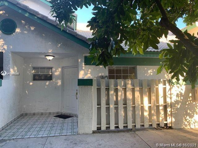 Beautiful and spacious townhouse, great east Deerfield Beach location, close to the beach, shopping
