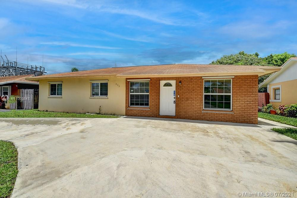Lovely 3 bedroom, 2.5 bathroom single family home in Boynton Beach! This perfect starter home or inv