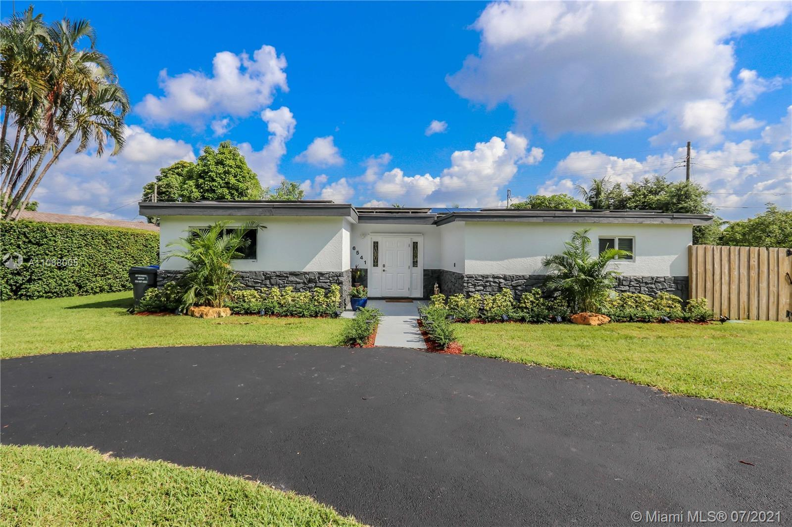Beautiful & spacious recently updated 5 Bedroom 2 Bath Pool home, 2200 SF located on a large 8370 sf