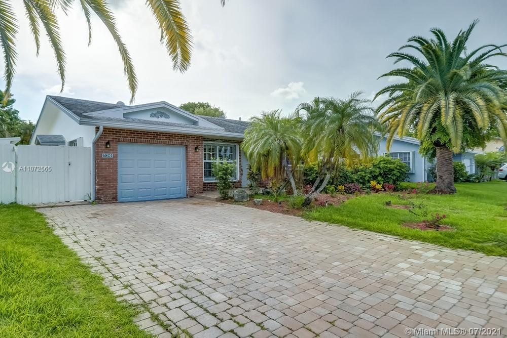 Lovely 3 bedroom, 2 bathroom single family home in Fort Lauderdale! This perfect starter home or inv
