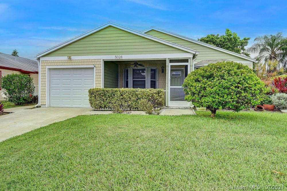Lovely 3 bedroom, 2 bathroom single family home in the desirable community of Rainbow Lakes! This ho