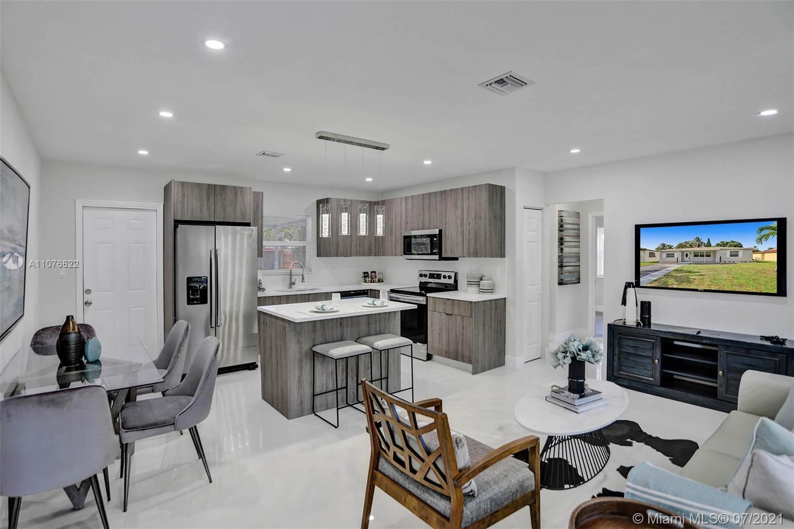 BEAUTIFULLY FULLY REMODELED 3 BEDROOMS 2 BATHROOMS SINGLE-FAMILY HOME IN THE HEART OF HOLLYWOOD! PER