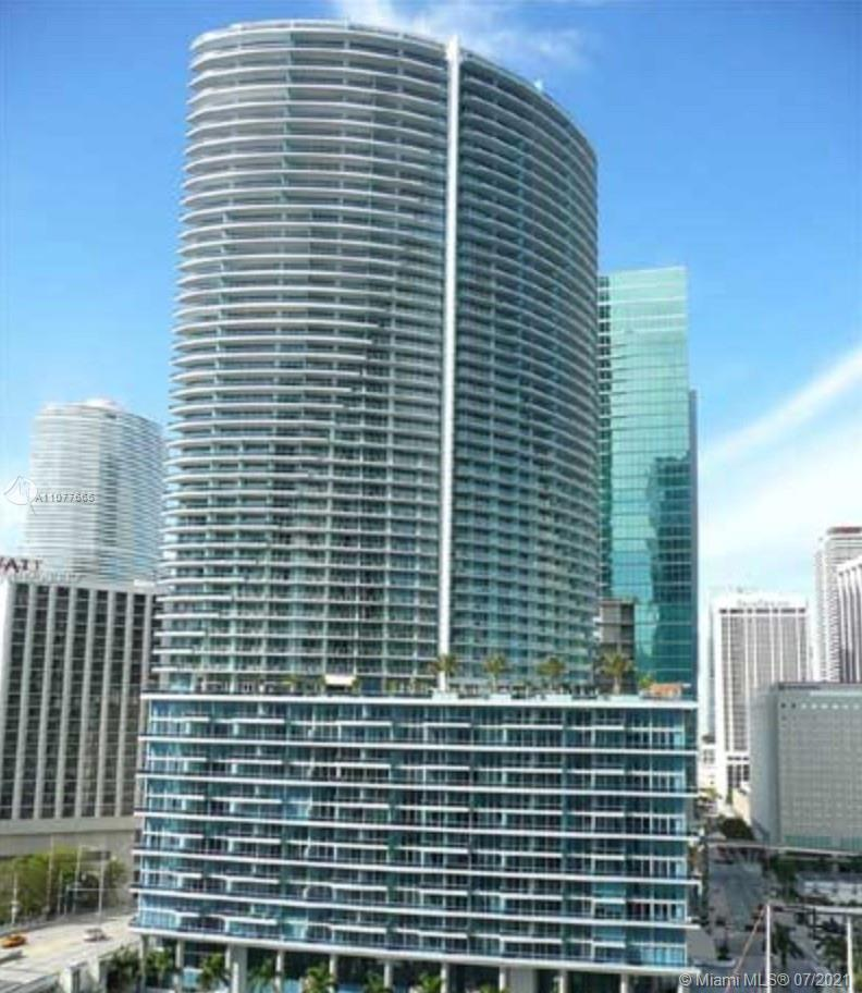 Live an Epic Lifestyle in this amazing 2 bedrooms/2.5 bathrooms in the heart of Downtown. Enjoy amaz