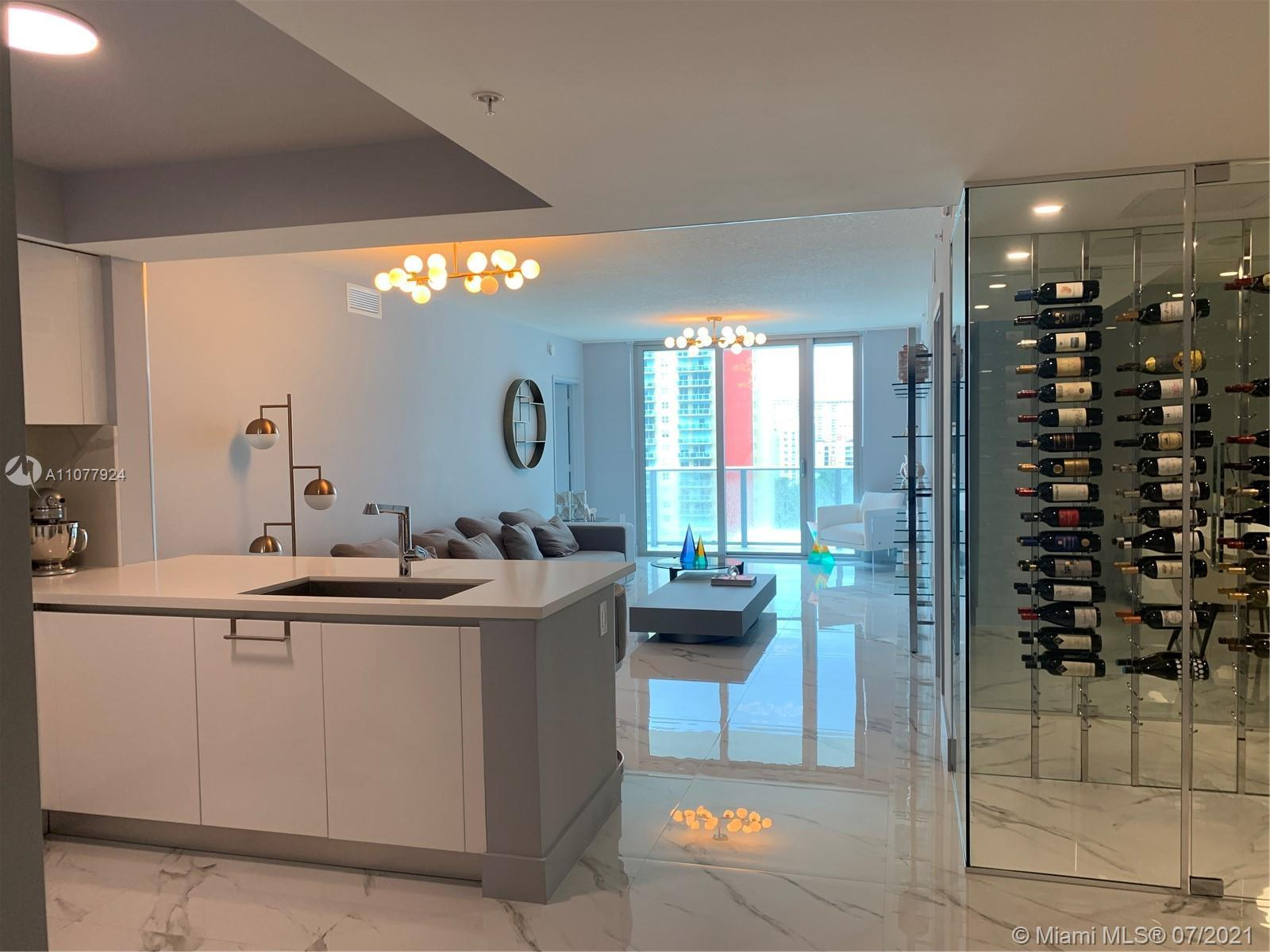 Stunning & spacious unit at the brand new Parque Towers. 2 bedrooms and 3 full baths. All upgraded,