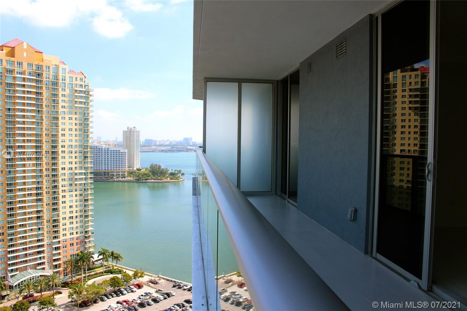 Come and live in this sophisticated condo in Miami's most desirable neighborhood. Spectacular 1BR/1.