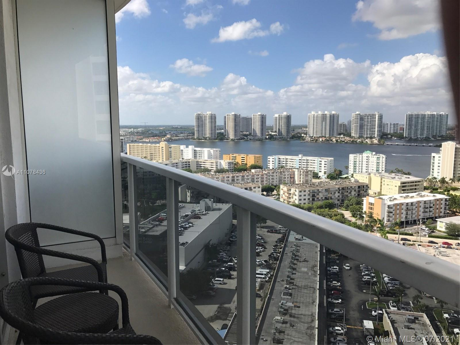 Intracoastal view Studio in Condo-hotel.   2 queens, dining table, kitchenette, fully furnished by