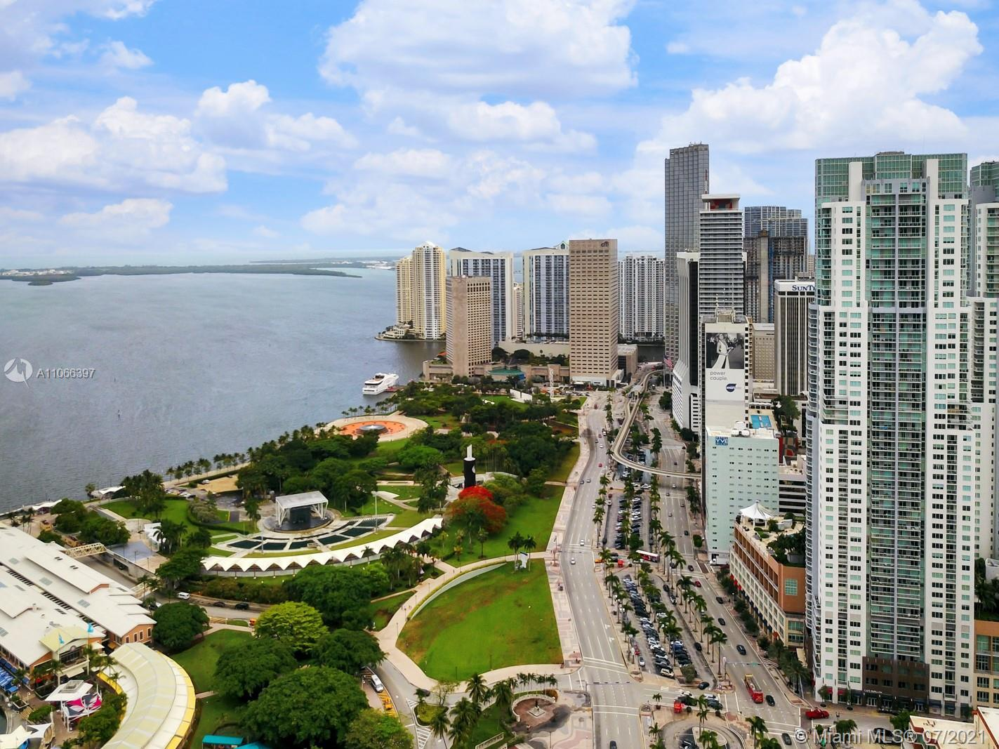 Open SE views and amazing location right across from Bayfront Park. This spacious studio has stainle