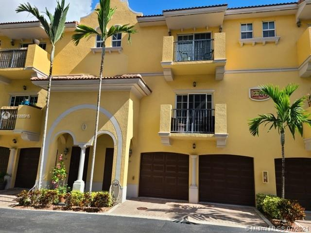 SPECTACULAR TRI-LEVEL UNIT TOWNHOME IN FORT LAUDERDALE - Located in a Quiet gated community of The G