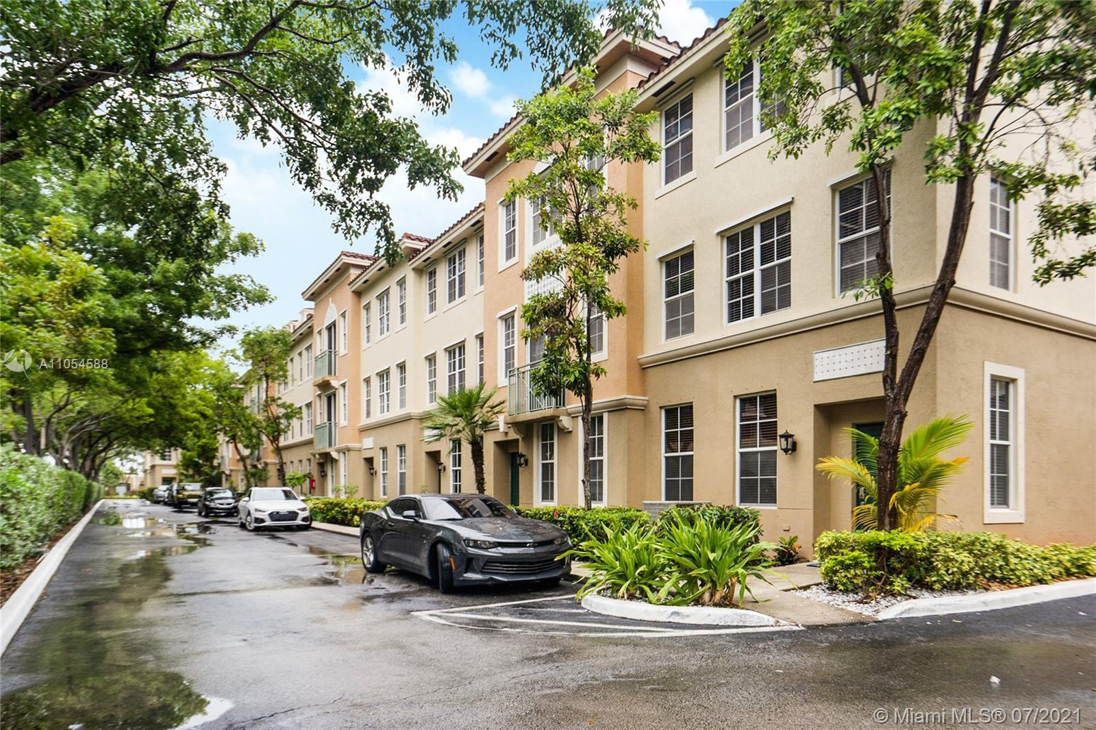 Bright and spacious townhome with an open modern kitchen and appliances, 3 bedrooms, 3 full & 1 half