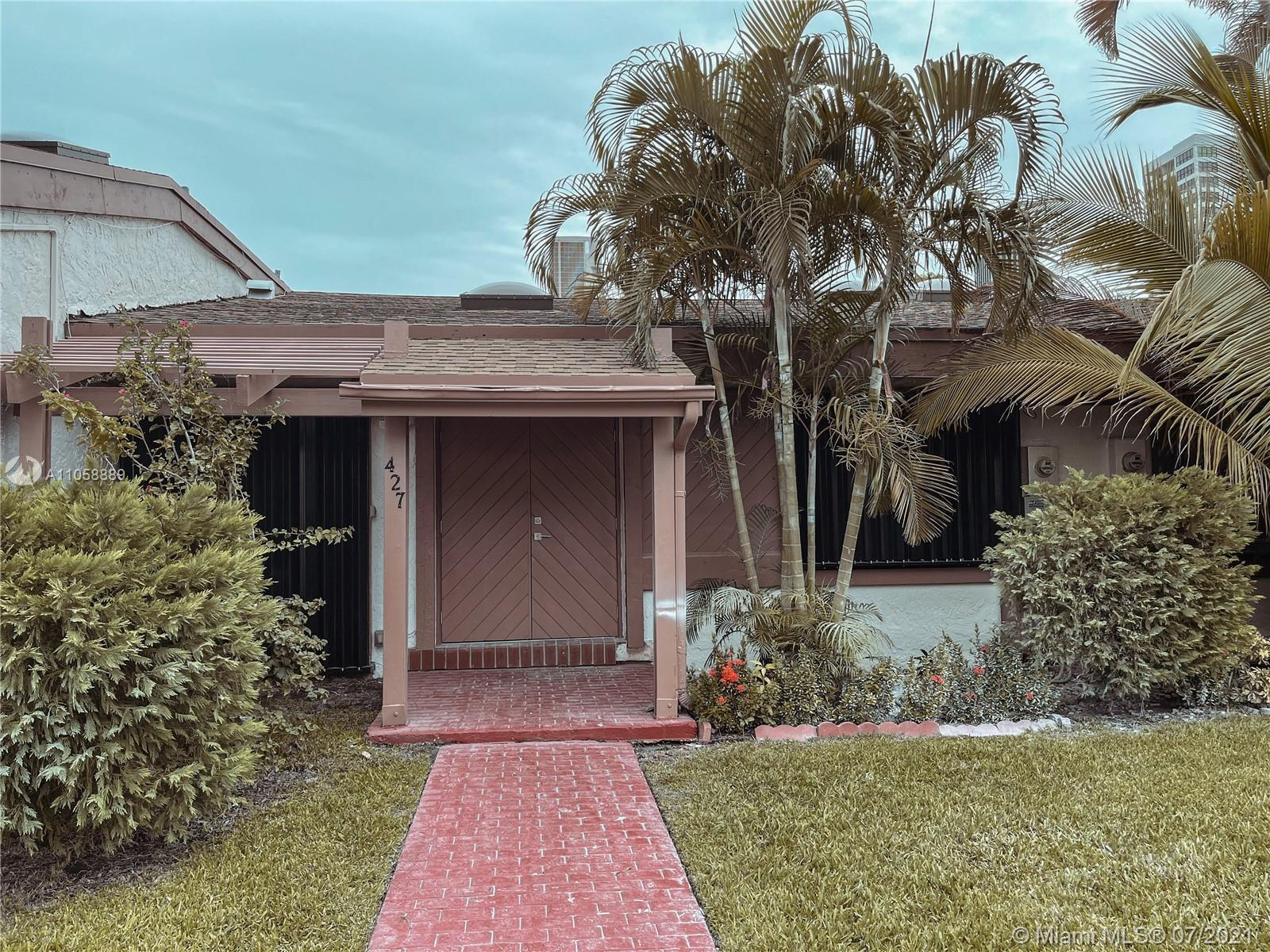 GORGEOUS 3BED/3BATH FULLY REMODELED TOWNHOUSE AT THE GREAT LOCATION! New entrance door and front wo