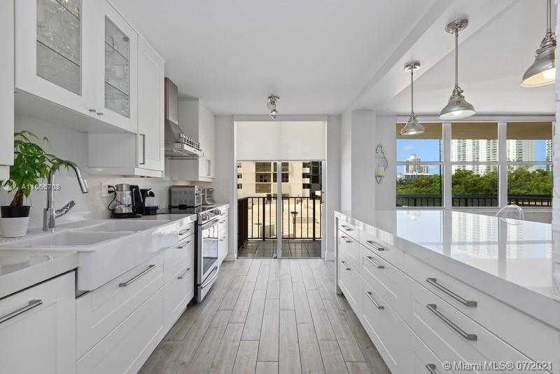 MOVE IN THIS BEAUTIFUL FULLY RENOVATED 3BED/2.5 BATHS NO DETAIL WAS SPARED W/STAINLESS STEEL TOP OF