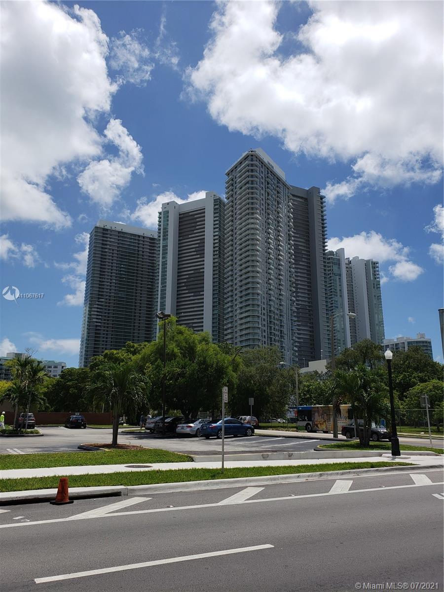Beautiful rented unit in Edgewater with 2bedrooms,3 full baths. Elevator with foyer. Unobstructed wa