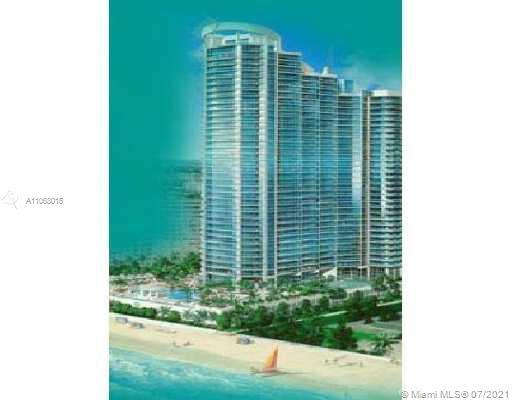 Fabulous spacious condo with ocean and intracoastal views on Hollywood Beach. Private vestibule entr