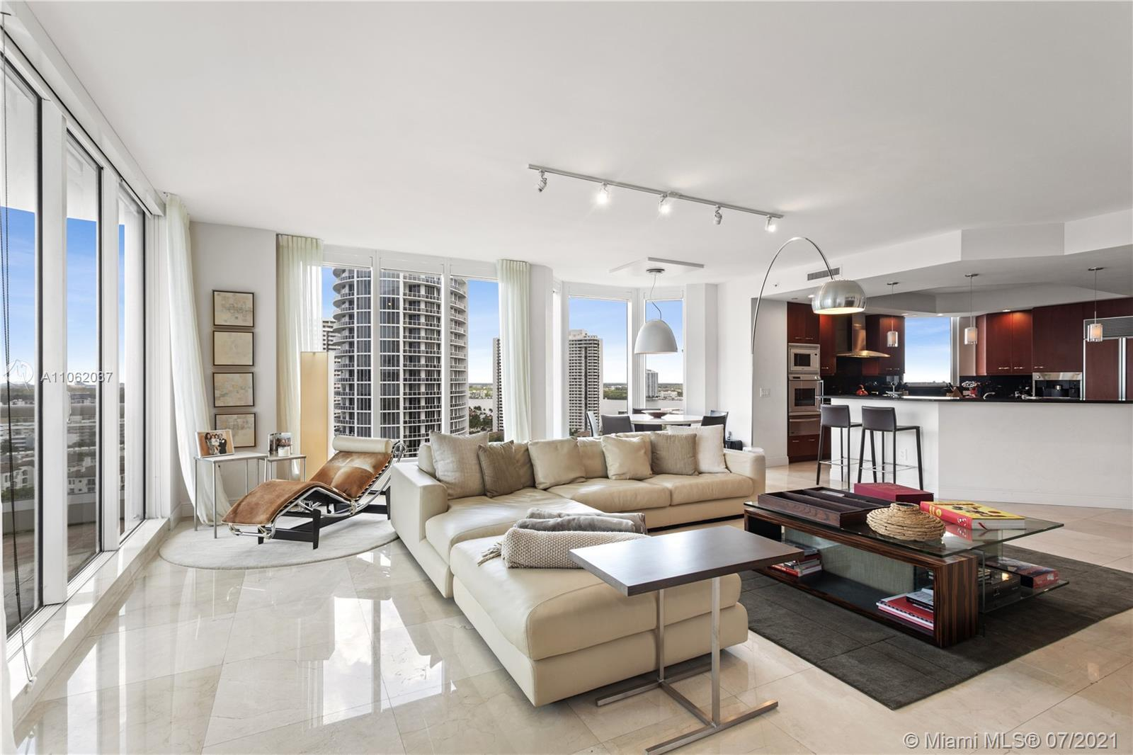 Beautiful high floor residence in the desired 08 line, with stunning views of Downtown, Sunny isles,