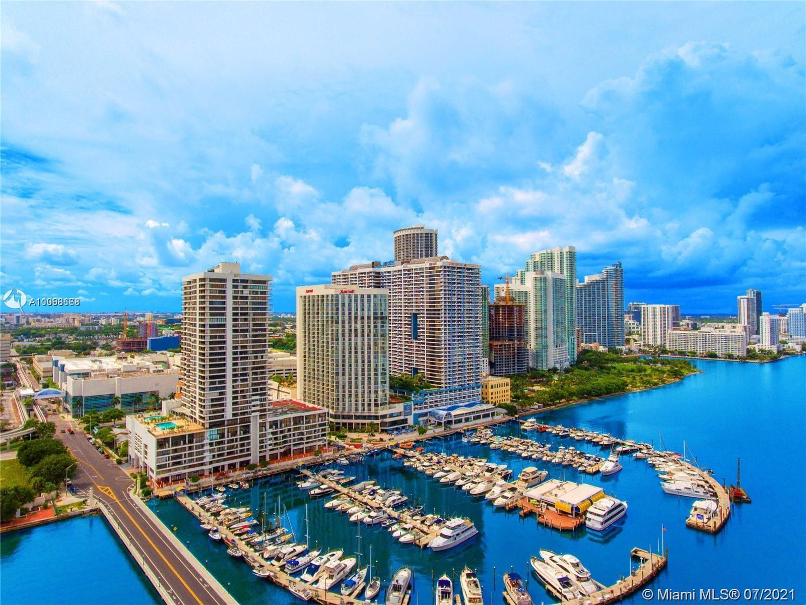 Beautiful 1bed/1.5 bath residence at the Venetia Condo with amazing views of Biscayne Bay & Miami Be