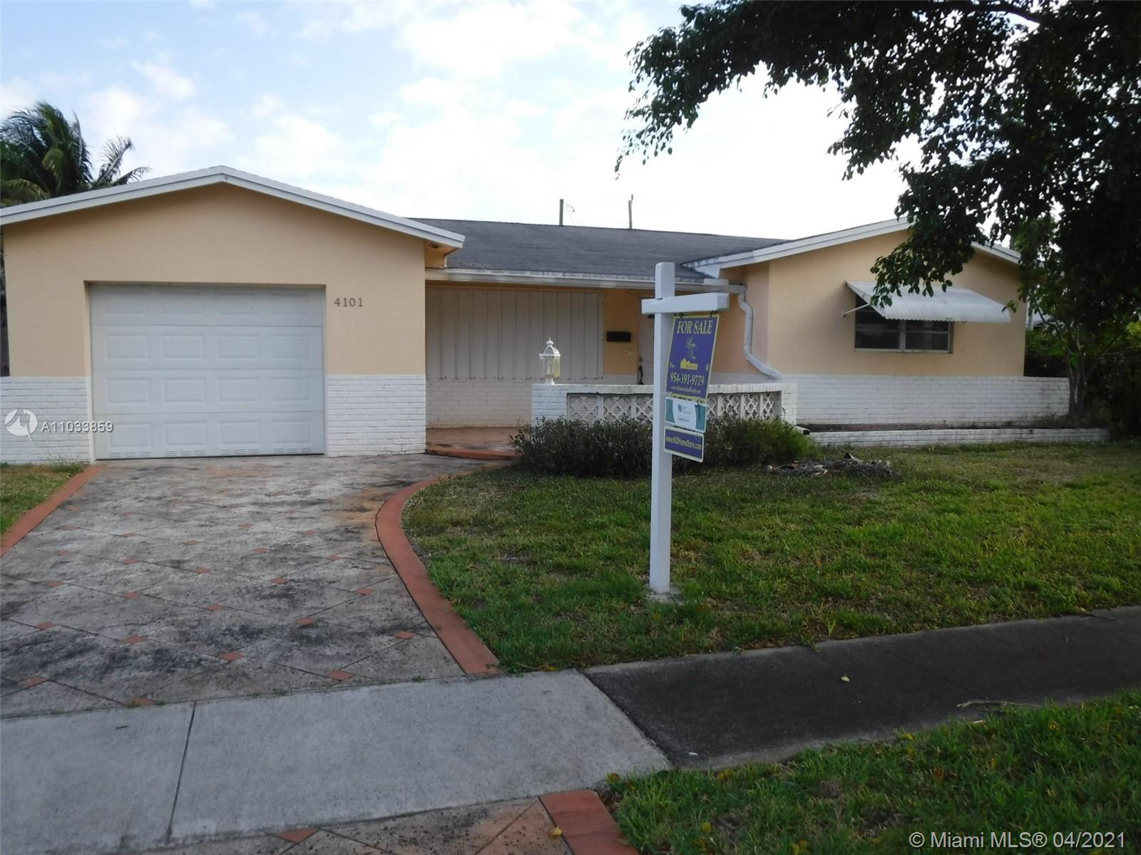 Beautiful single family home with 3 bedrooms / 2 bathrooms and a 1 car garage.  This property have a
