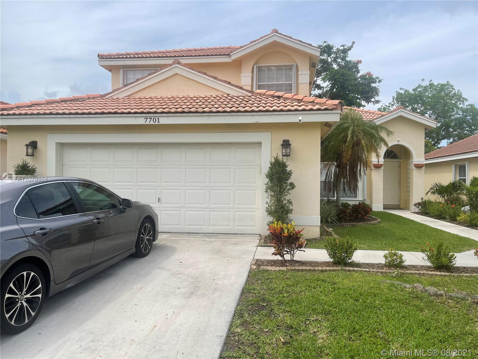 Beautiful family home in well sought after community of Lakes Charleston. Specious freshly painted i