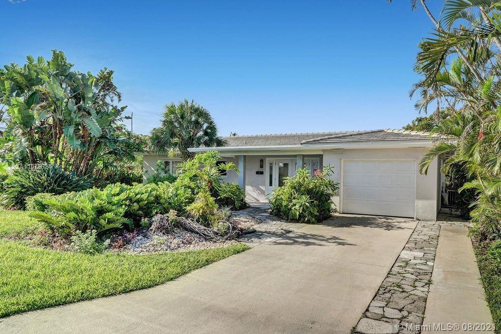 """Walking distance to beach. """"Old Florida Architecture"""", 2 bed / 2 bath single story with den that can"""