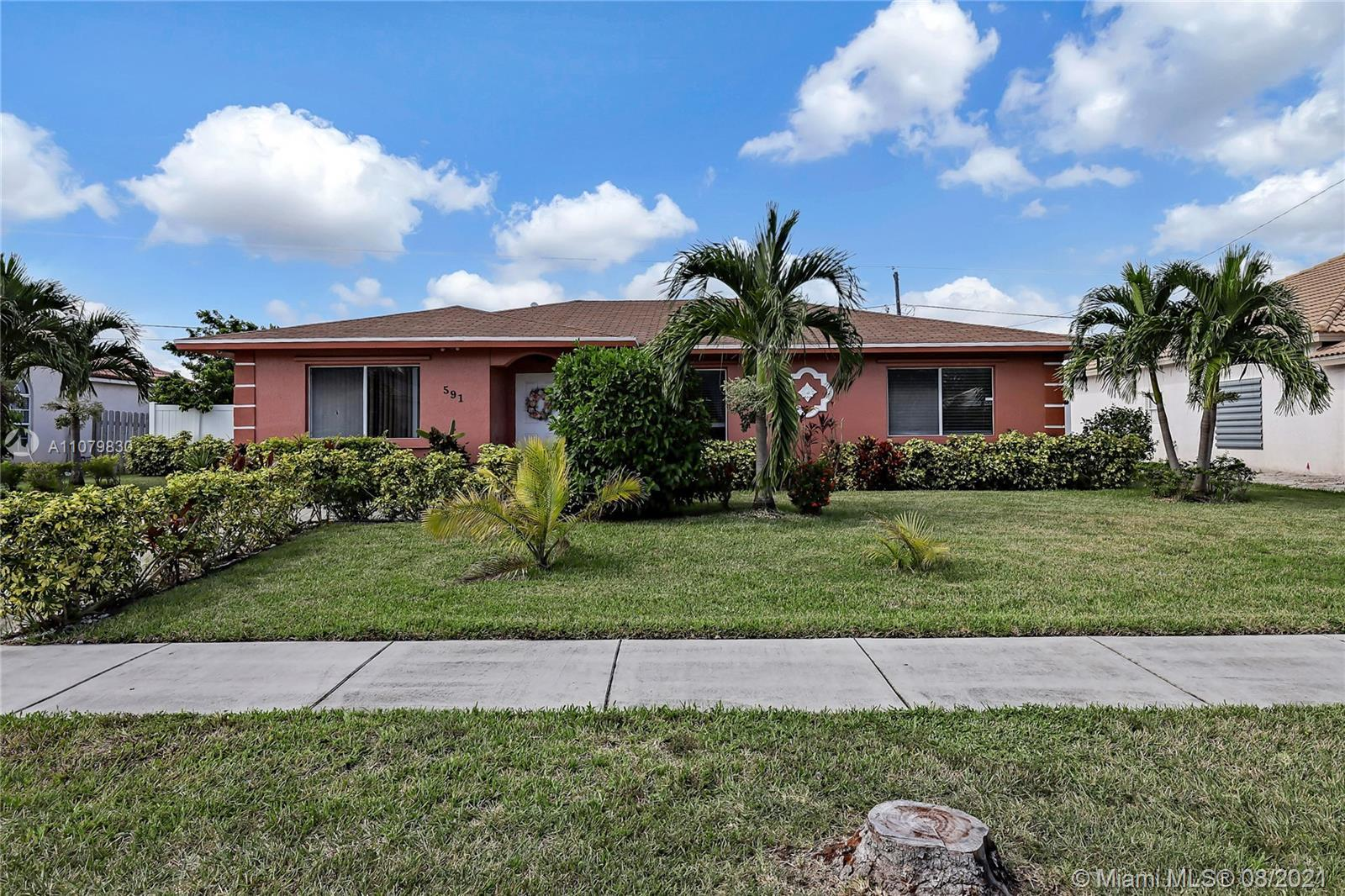 Come live in tranquility in this 3/2 open floor  pearl in quiet location. The home is Updated with n