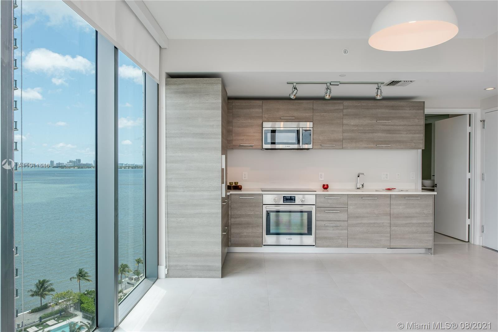 *PLEASE 48 HRS ADV. NOTICE*PARAISO BAY IN EDGEWATER OVERSIZED SF 706-1 BR + 1 1/2 BA W/WATER VIEW* E