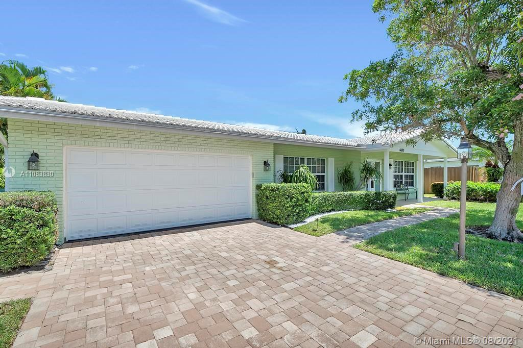 In desirable Imperial Point Community.  A must see!  Remodeled eat-in-kitchen featuring Quartz count