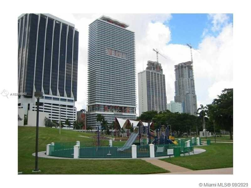 Investment unit. A symbolic building in the Miami skyline. Rented until May 2022. Carpeted floors, i