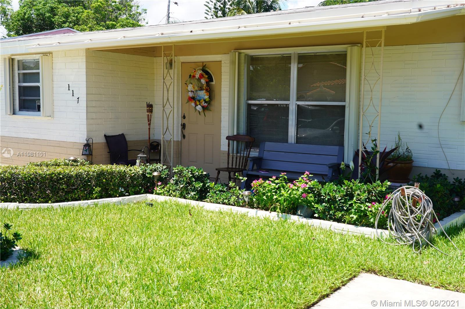 Beautiful well maintained 3/1 in the heart of Boynton Beach. Perfect home for first time owners or i